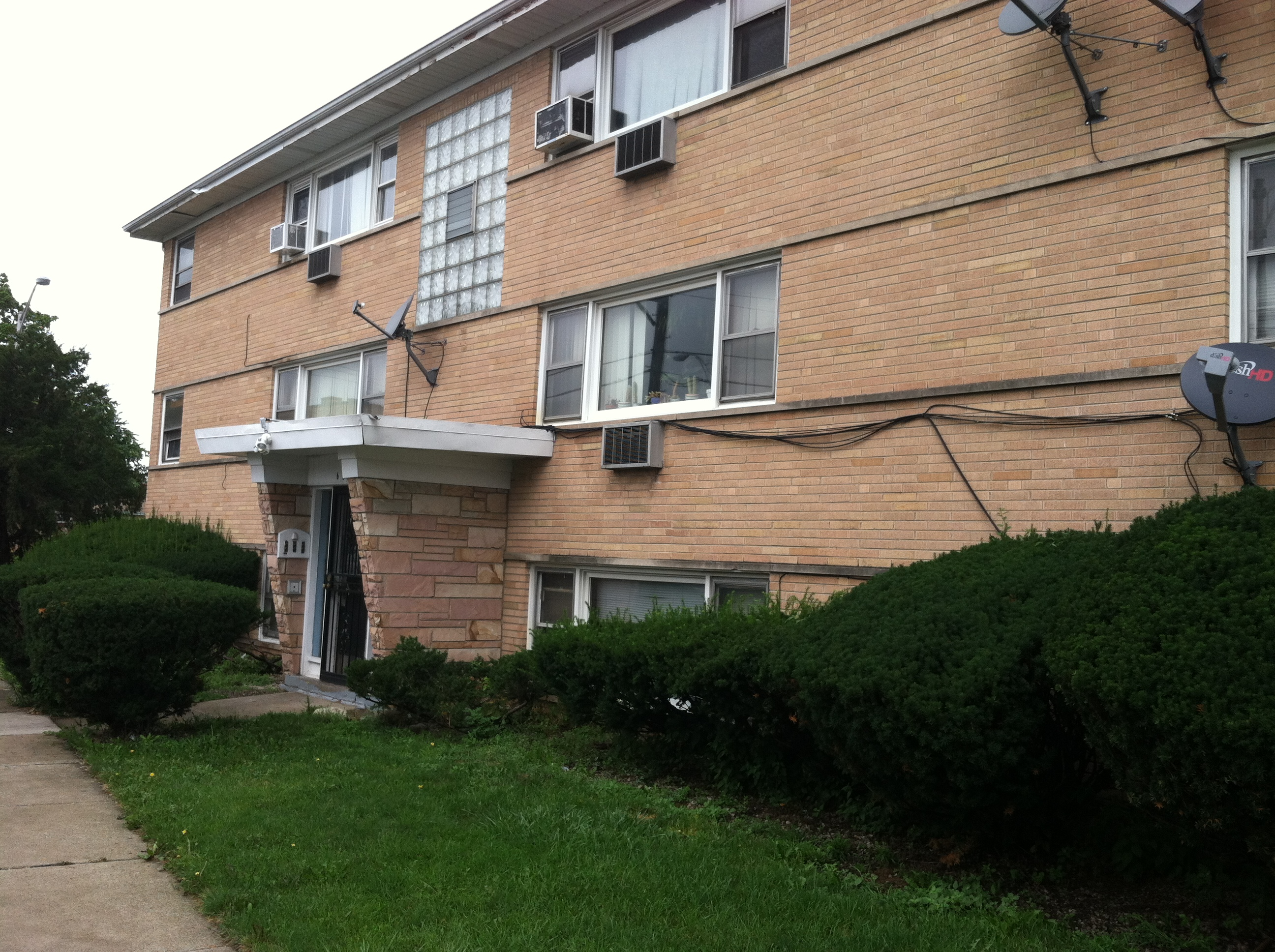 Six Unit Value-Add Apartment Building in Bellwood