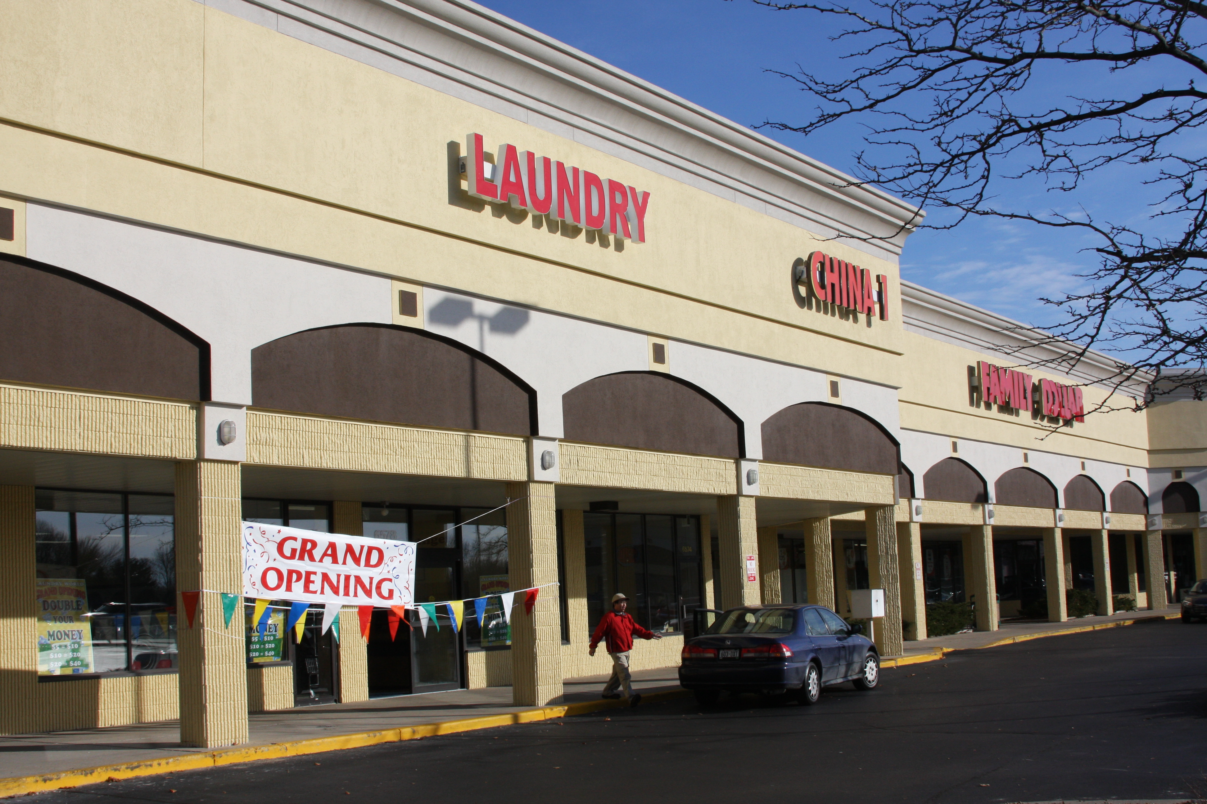 Commercial retail center for lease in brown deer millennium properties - Centre commercial bron ...
