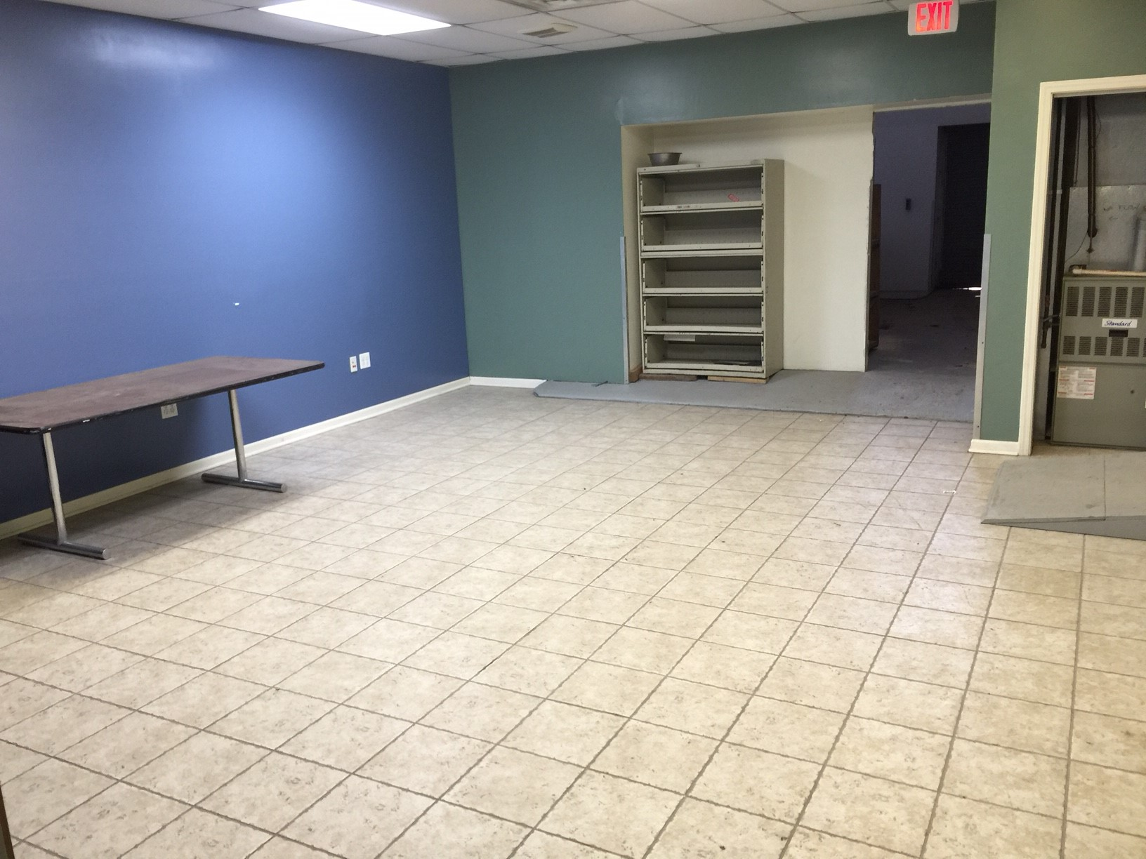 3 900 sf retail  office space for rent by little village