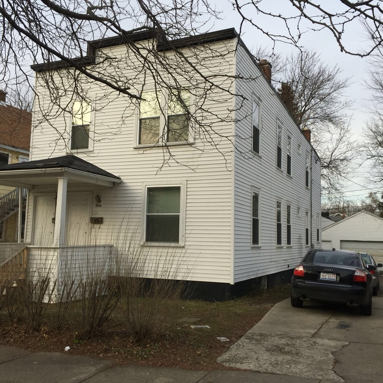 Flat Apartment: Value-Add Two Flat Apartment Building In Waukegan
