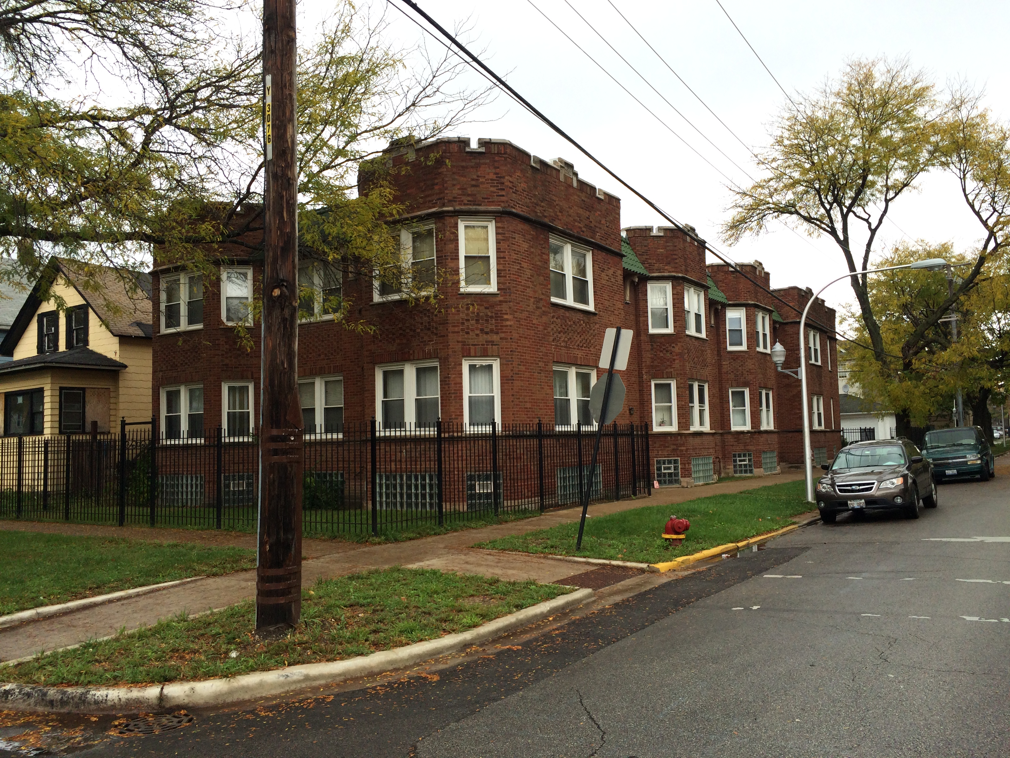 Apartment Building Auctions auction may 18: 8 unit apartment building on chicago's west side
